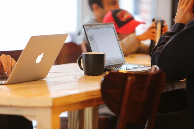 Notebook s kávou