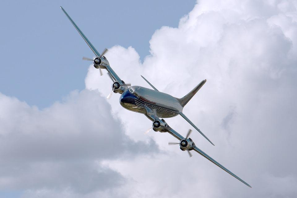 naklánějící se letadlo