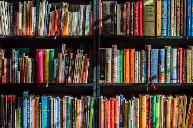 police s knihami
